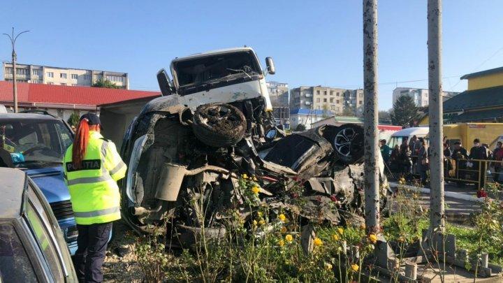 Легковушку засыпало щебнем: появились новые кадры с места жуткого ДТП с грузовиком в Липканах