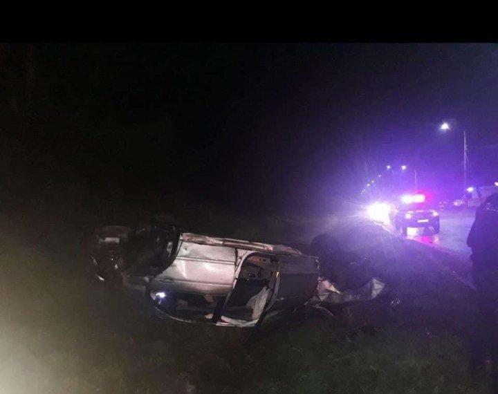 ДТП по вине пьяного водителя: машина с тремя пассажирами слетела в кювет и перевернулась (ФОТО)