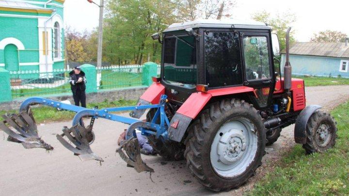 Смертельная авария во Флорештском районе: мотоциклист врезался в трактор (ФОТО)
