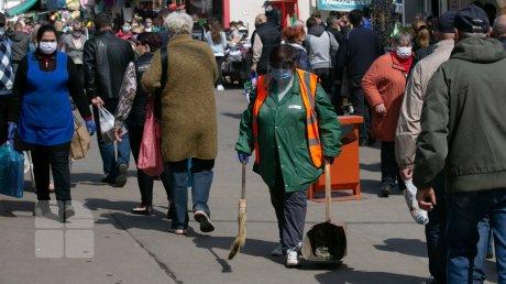 Канун Масленицы: православные провели утро в церкви, а потом отправились на рынок
