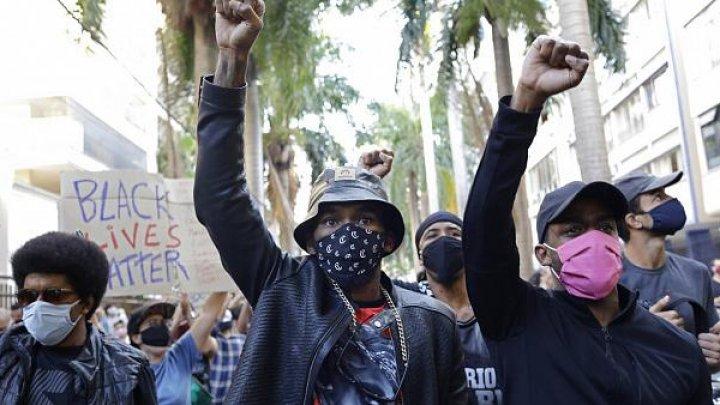 Массовые протесты в Бразилии: жители возмущены случаем со смертью избитого охранниками чернокожего