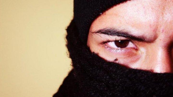 В Криулянском районе двое парней обокрали магазин и спрятали награбленное в огороде