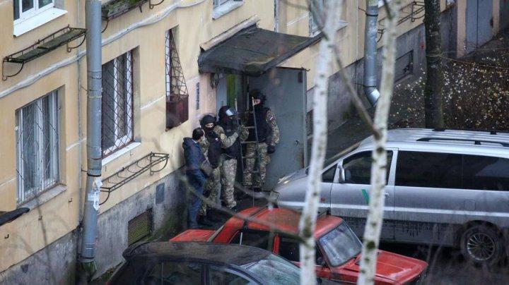 Под Петербургом пьяный мужчина удерживал шестерых детей в заложниках, угрожая им топором