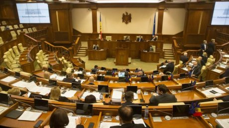 Ищут выход из кризиса: ПСРМ пригласила парламентские фракции на консультации, реакция фракций и президента