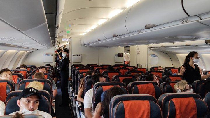Стюардесса развеяла популярные мифы о работе бортпроводников