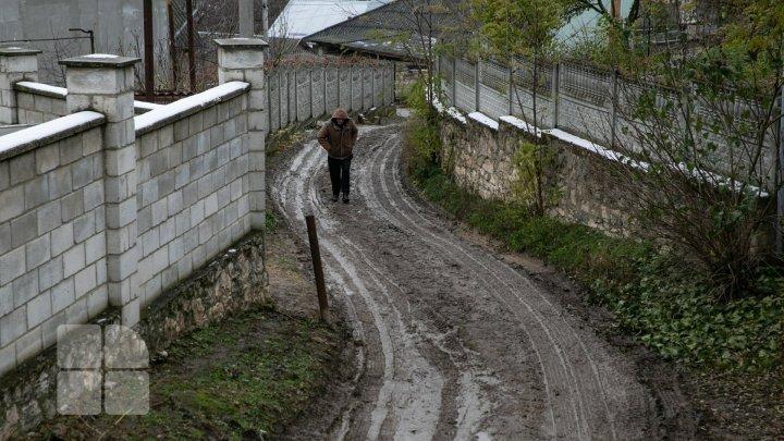 Утопают в грязи: жители Дурлешт жалуются на непроходимые дороги