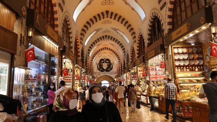 Туристы могут гулять: турецкий министр сделал уточнение по поводу комендантского часа в стране
