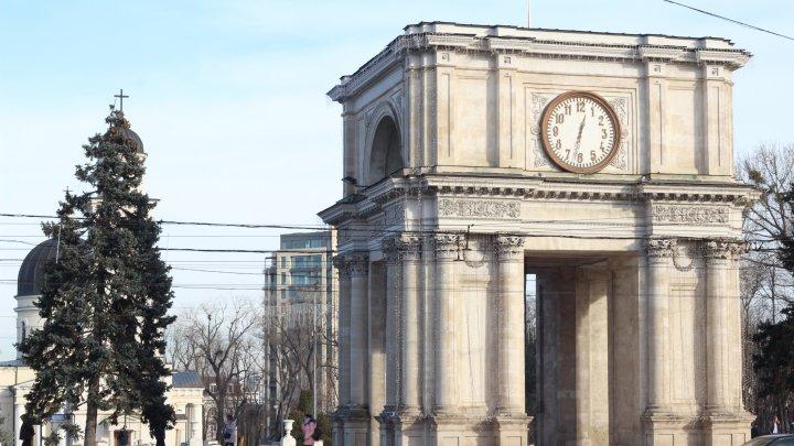 Триумфальная арка в центре Кишинева рушится на глазах