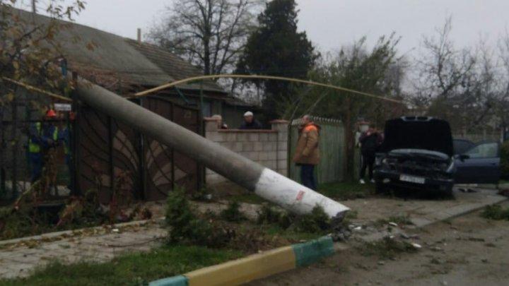 Водитель без прав снёс столб в Дубоссарах: есть пострадавшие
