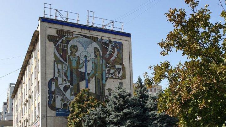 Начался снос дома на бульваре Константина Негруцци (ФОТО)