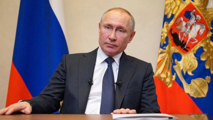 Президент России поручил начать масштабную вакцинацию от COVID-19 на следующей неделе