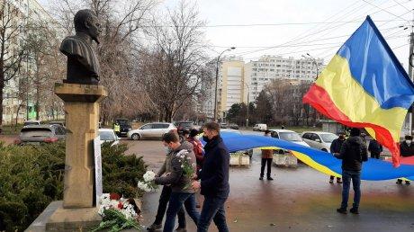 Годовщина со дня Малого объединения: унионисты возложили цветы к памятнику Александру Иоана Кузы