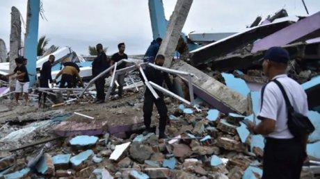 В Индонезии выросло число жертв разрушительных землетрясений