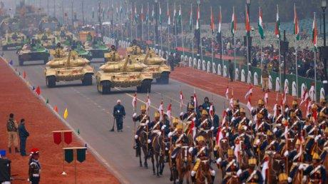 Тысячи фермеров попытались сорвать военный парад в Нью-Дели: полиция применила слезоточивый газ