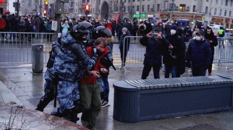 Задержания и стычки на протесте в Москве (ВИДЕО)