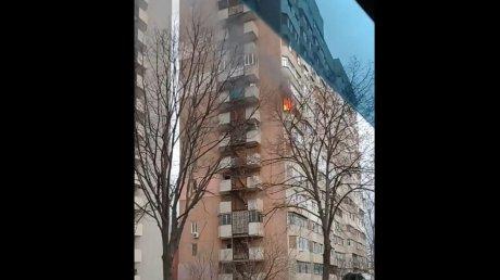 Пожар в столичной многоэтажке: огонь тушили пять спецрасчетов (ВИДЕО)