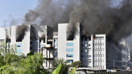 В Индии загорелся один из крупнейших заводов по производству вакцин (ВИДЕО)