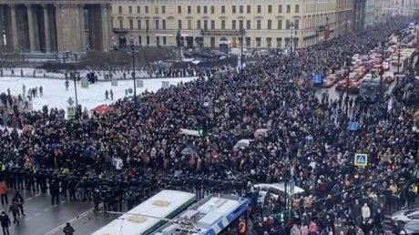 Число задержанных на митингах по всей России превысило тысячу человек