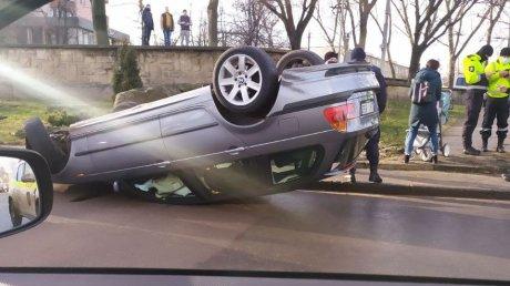 В столице перевёрнулся автомобиль (ФОТО)