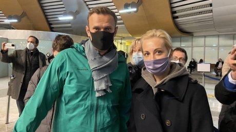 Возвращение Навального в Россию: посадка в другом аэропорту и задержание перед погранконтролем (ВИДЕО)