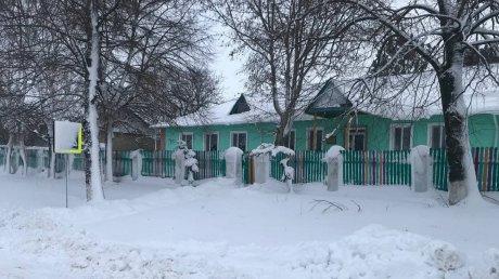 Обильные снегопады помешали работе школ в 14 районах страны