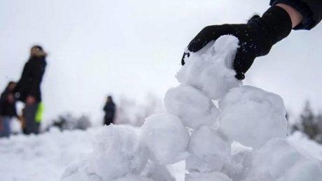 """Футболисты """"Сфынтул Георге"""" из Суручен обрадовались снегу как дети"""