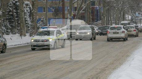 На дороги столицы высыпали почти тысячу кубометров противогололёдного реагента и 293 тонны соли