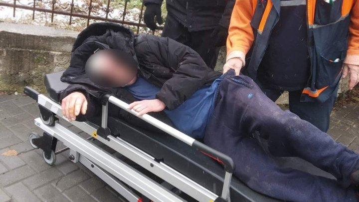 Лежал на земле: мужчине стало плохо в парке на Буюканах