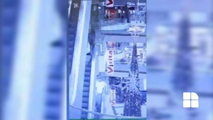 """В ток-шоу """"У всех на виду"""" обсудили случай с парнем, упавшим с третьего этажа коммерческого центра"""