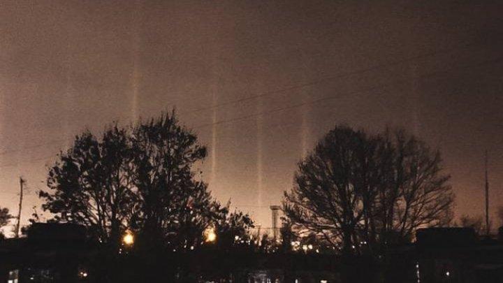 В Одесской области заметили редкое природное явление - световые столбы (ФОТО)
