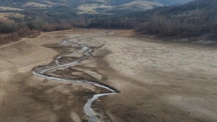 С высоты напоминает лужу: под Симферополем пересохло водохранилище (ВИДЕО)