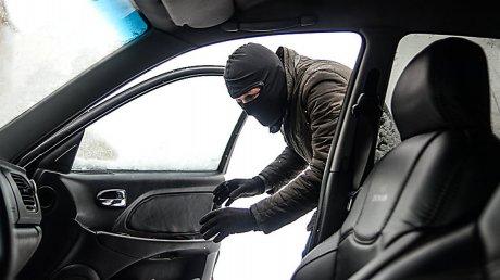 Днем работали в магазине, а ночью вскрывали автомобили: в Кагуле задержаны трое злоумышленников