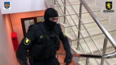 Итоги обысков в тюрьме №15: найдены телефоны, алкоголь и азартные игры, глава учреждения задержан