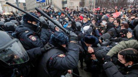 В России ужесточили штрафы за неповиновение правоохранителям, в том числе на митингах