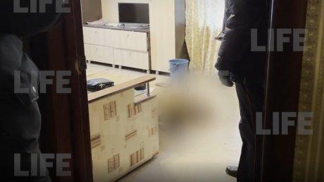 Уехал на заработки: российский пенсионер прожил полгода с трупом брата в квартире
