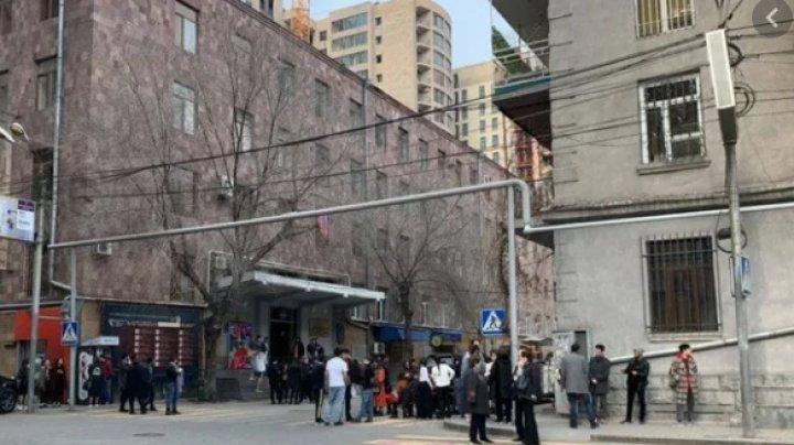 Сильное землетрясение в Ереване: один дом поврежден, есть пострадавшие