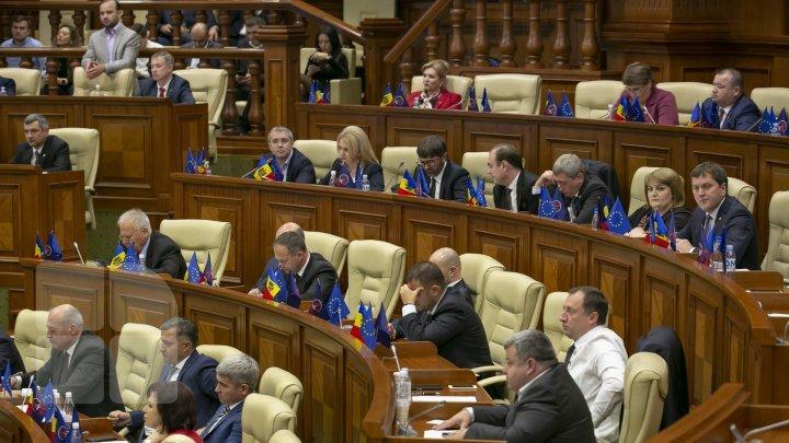 Если бы в ближайшие выходные прошли досрочные выборы, в парламент попали бы три партии