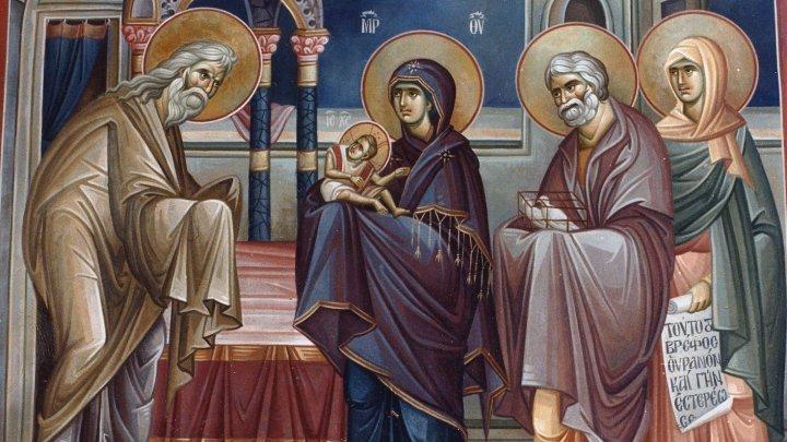 Православные христиане отмечают один из главных христианских праздников — Сретение Господне