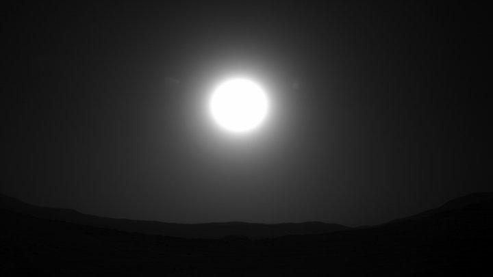 Знаете, как звучит марсианский ветер? НАСА опубликовало звуки с поверхности Красной планеты и видео посадки ровера
