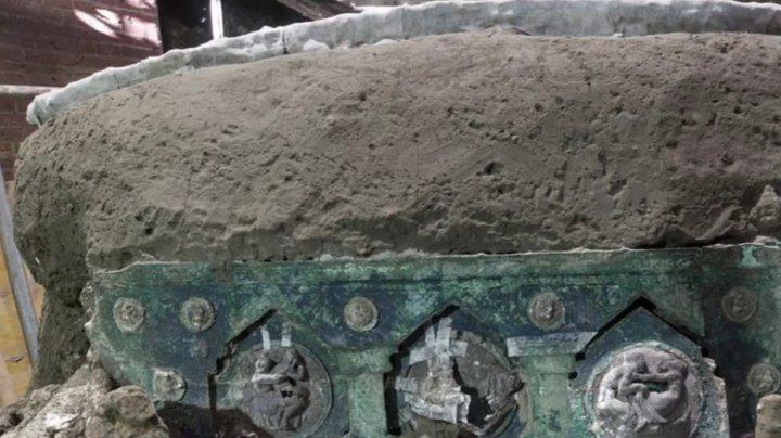 В Помпеях раскопали античную колесницу в отличном состоянии