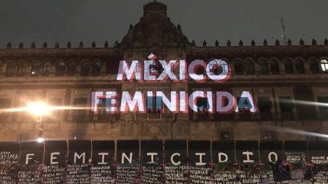 На марше феминисток в Мехико пострадали более 80 человек
