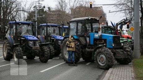Первую партию топлива из Румынии для молдавских фермеров будут встречать в Окнице