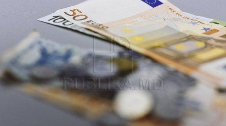 Эксперты рассказали о скачках евро и с чем это связано