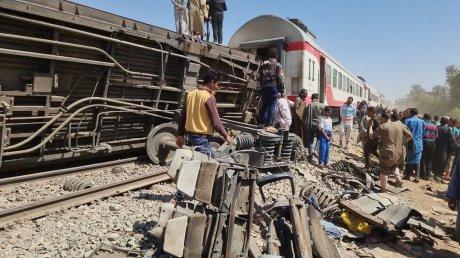 В Египте столкнулись два пассажирских поезда: более 30 человек погибли (ВИДЕО)