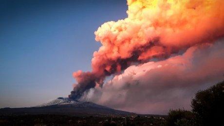 На острове Сицилия произошло очередное извержение вулкана Этна