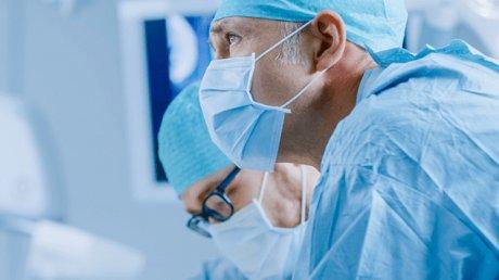 Американский хирург подключился к онлайн-заседанию суда прямо из операционной