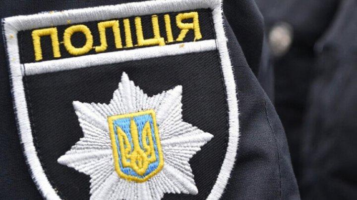 """Украинский полицейский попался на взятке и пытался съесть """"улики"""""""