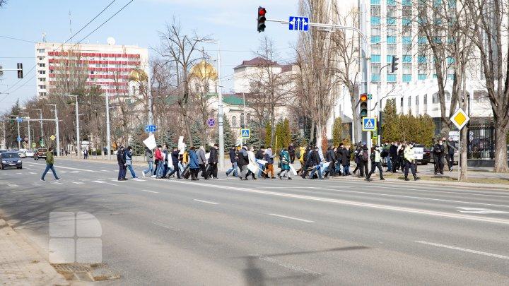 Молдову накрала волна протестов железнодорожников: в Кишинев с периферии съехались десятки рабочих (ФОТО)