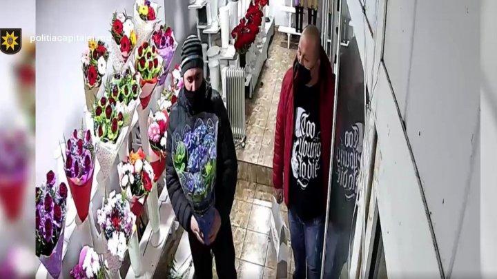 В Кишиневе разыскиваются двое парней, укравших из магазина горшок с цветком