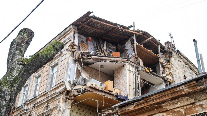 В Одессе обрушился жилой дом-памятник архитектуры (ФОТО)